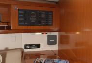 Interieur Beneteau Oceanis 34 - Zeilboot huren in Friesland - Ottenhome Heeg