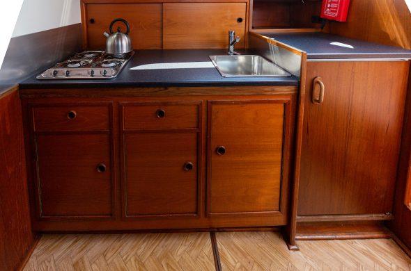 Foto van keuken in de Valkkruiser - Ottenhome Heeg
