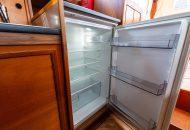 Foto van de koelkast in de Valkkruiser motorboot
