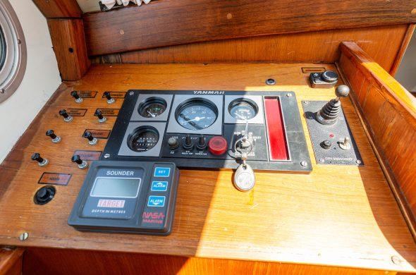 Bedieningspaneel van de Valkkruiser motorboot