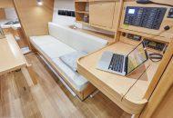 Bank in salon van Jeanneau Sun Odyssey 319 - Ottenhome Heeg