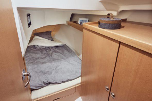 Slaapvertrek achterin Jeanneau Sun Odyssey 319 - Ottenhome Heeg