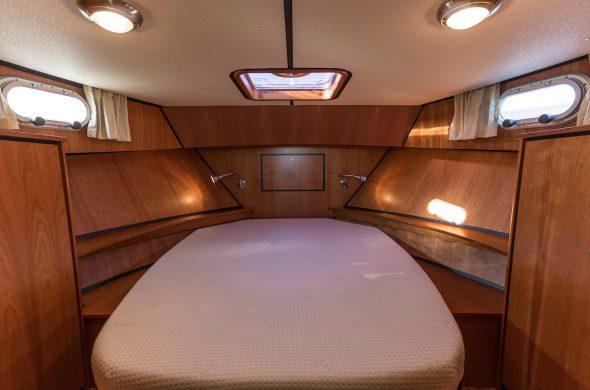 Foto van Frans bed in de Linssen Grand Sturdy - motorboot huren Friesland