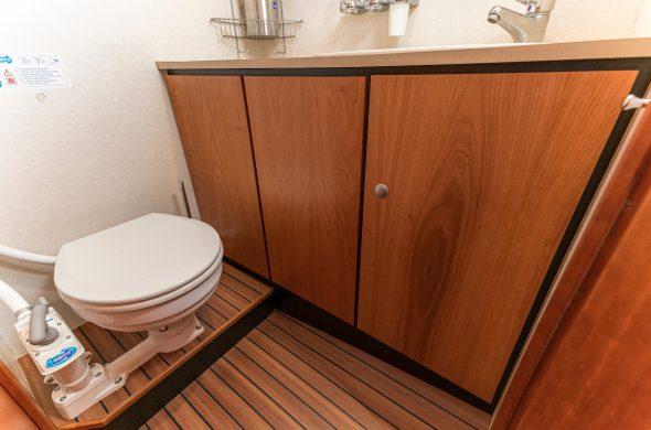 Toilet in motorboot Linssen Grand Sturdy