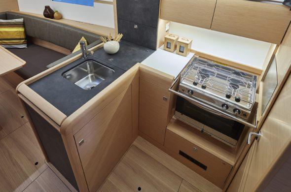 Gastoestel en oven in de Jeanneau Odyssey 349 - Ottenhome Heeg